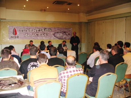 Presentación del Homenaje por parte de Quiñones, dirigente de la Federación Sur del MSR